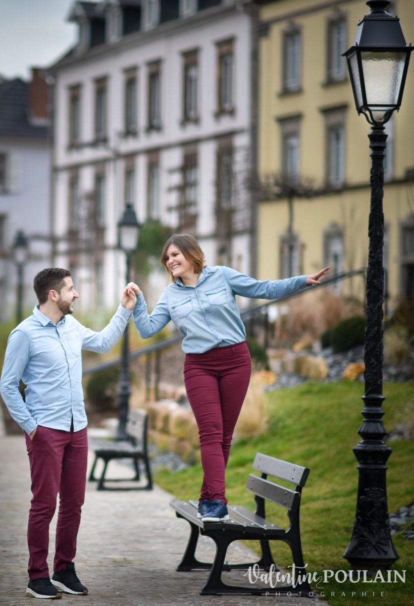 Shooting couple jeux enfants Colmar - Valentine-Poulain banc