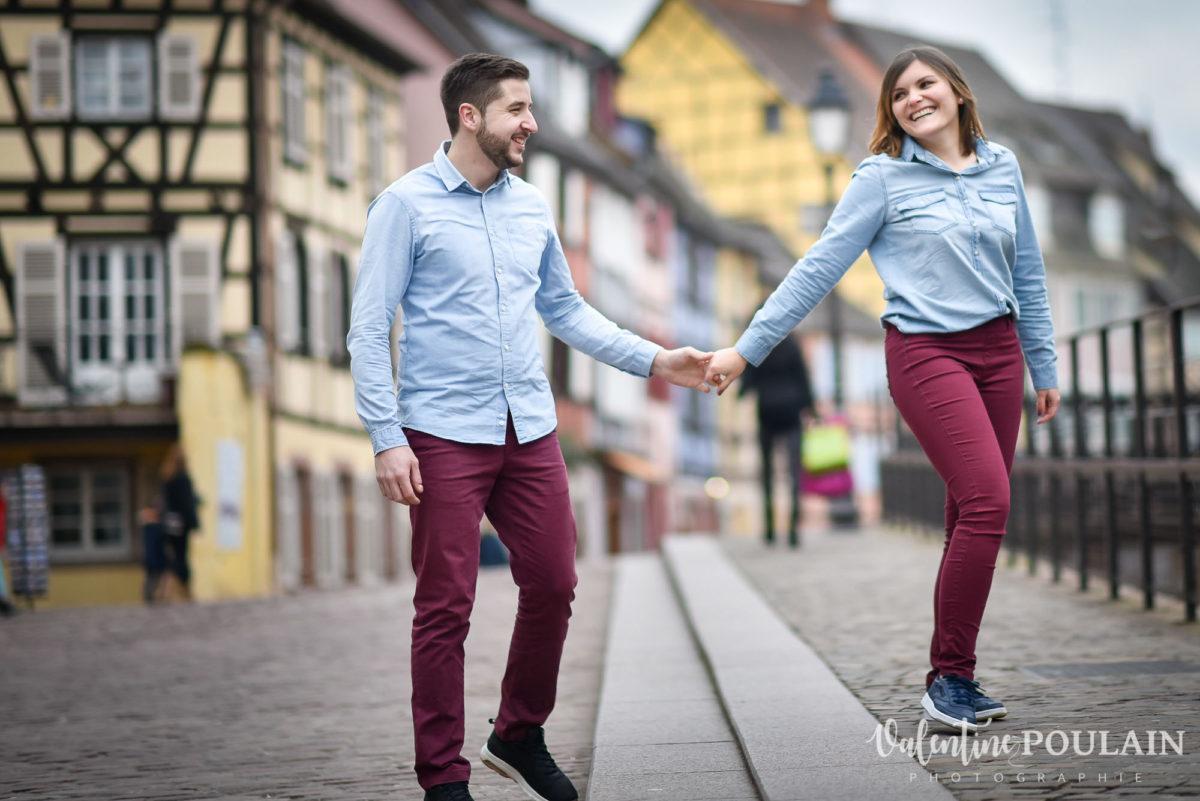 Shooting couple jeux enfants Colmar - Valentine-Poulain marcher