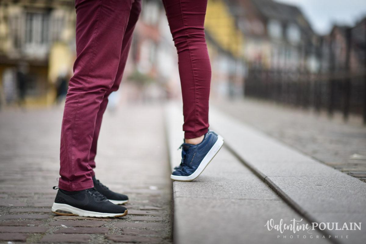 Shooting couple jeux enfants Colmar - Valentine-Poulain pieds