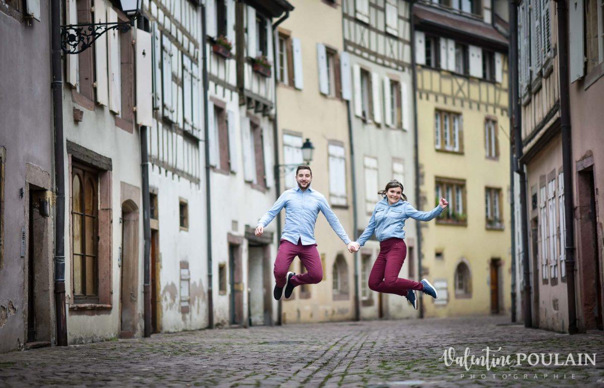 Shooting couple jeux enfants Colmar - Valentine-Poulain sauter