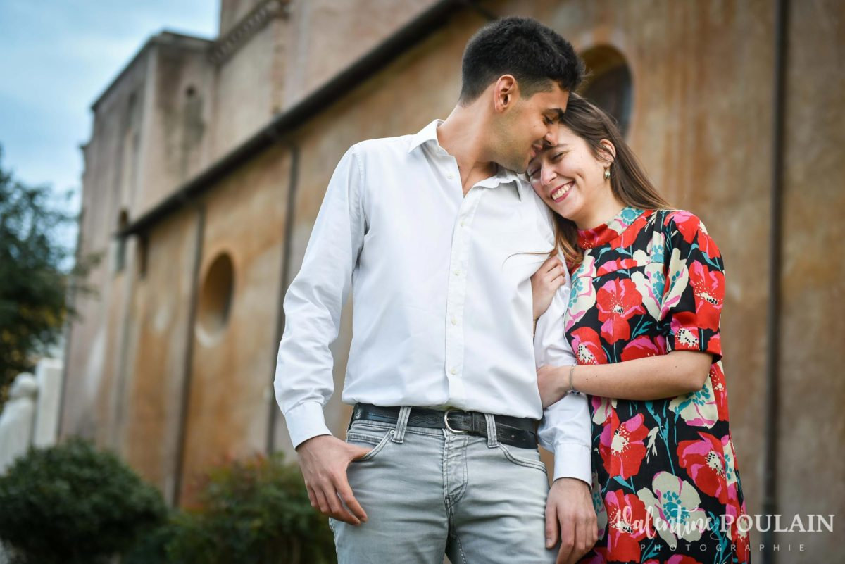 Shooting couple demande mariage Rome câlin