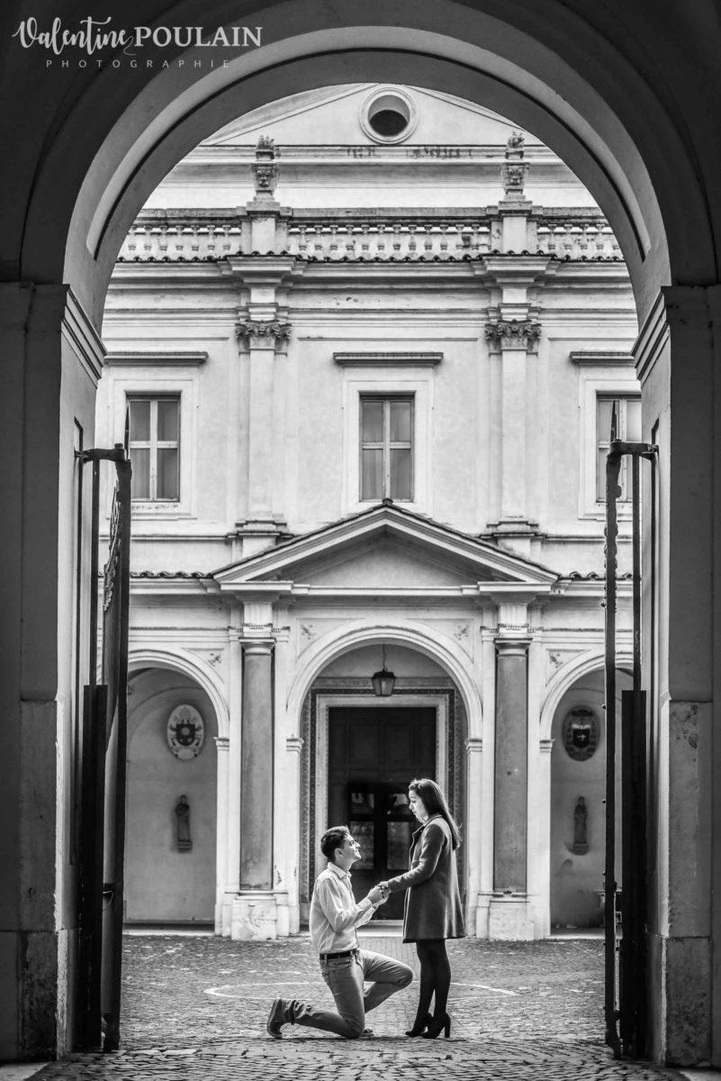 Shooting couple demande mariage Rome porte
