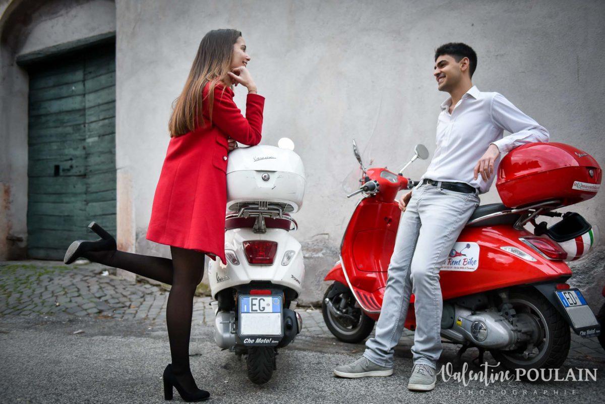 Shooting couple demande mariage Rome vespa