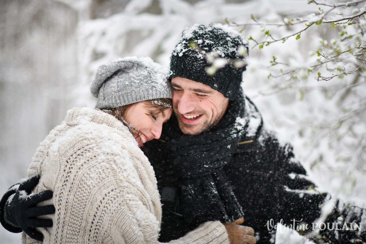 Shooting couple hivernal - Valentine Poulain rire