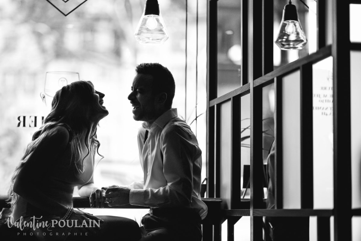 Shooting engagement demande mariage coucher fou-rire