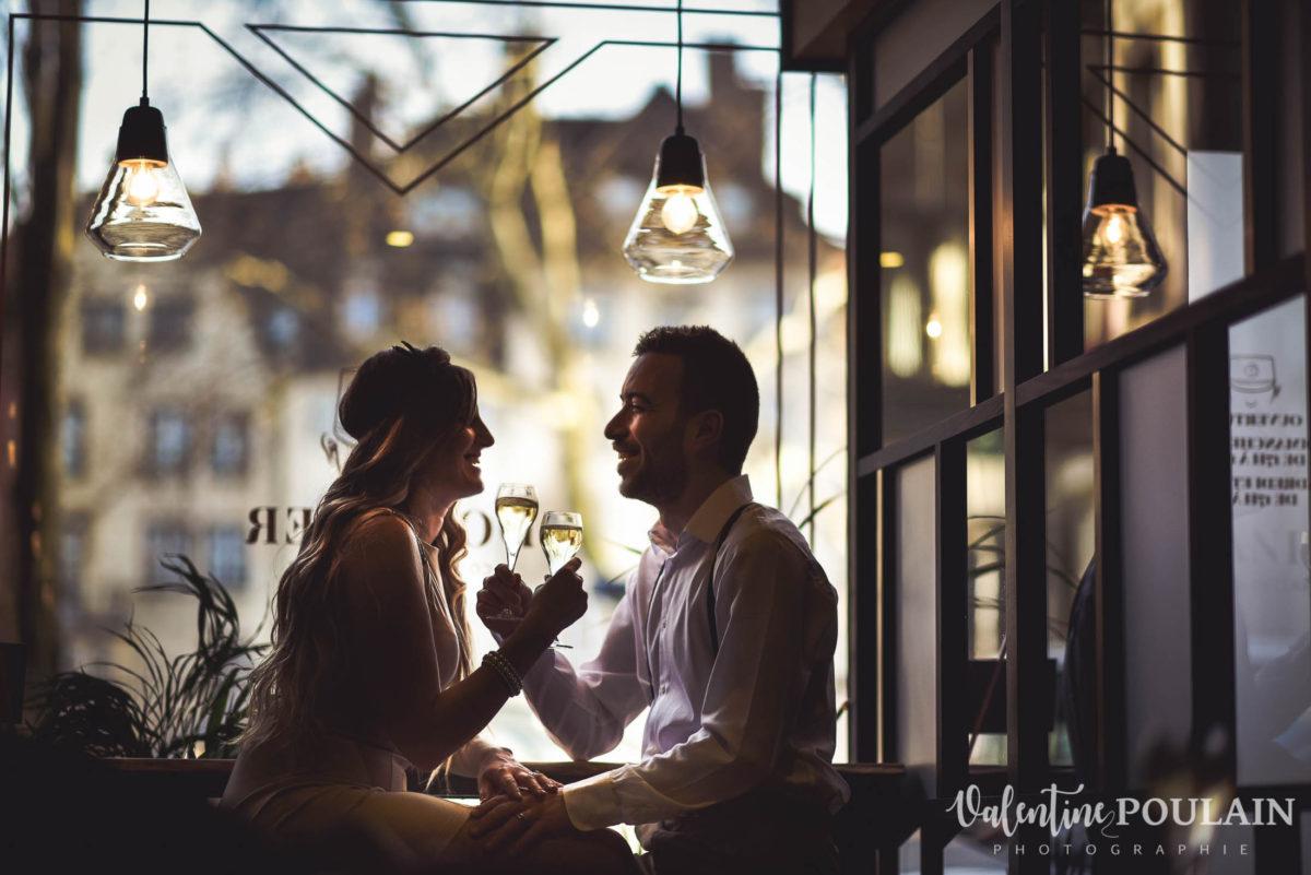 Shooting engagement demande mariage bar trinquer