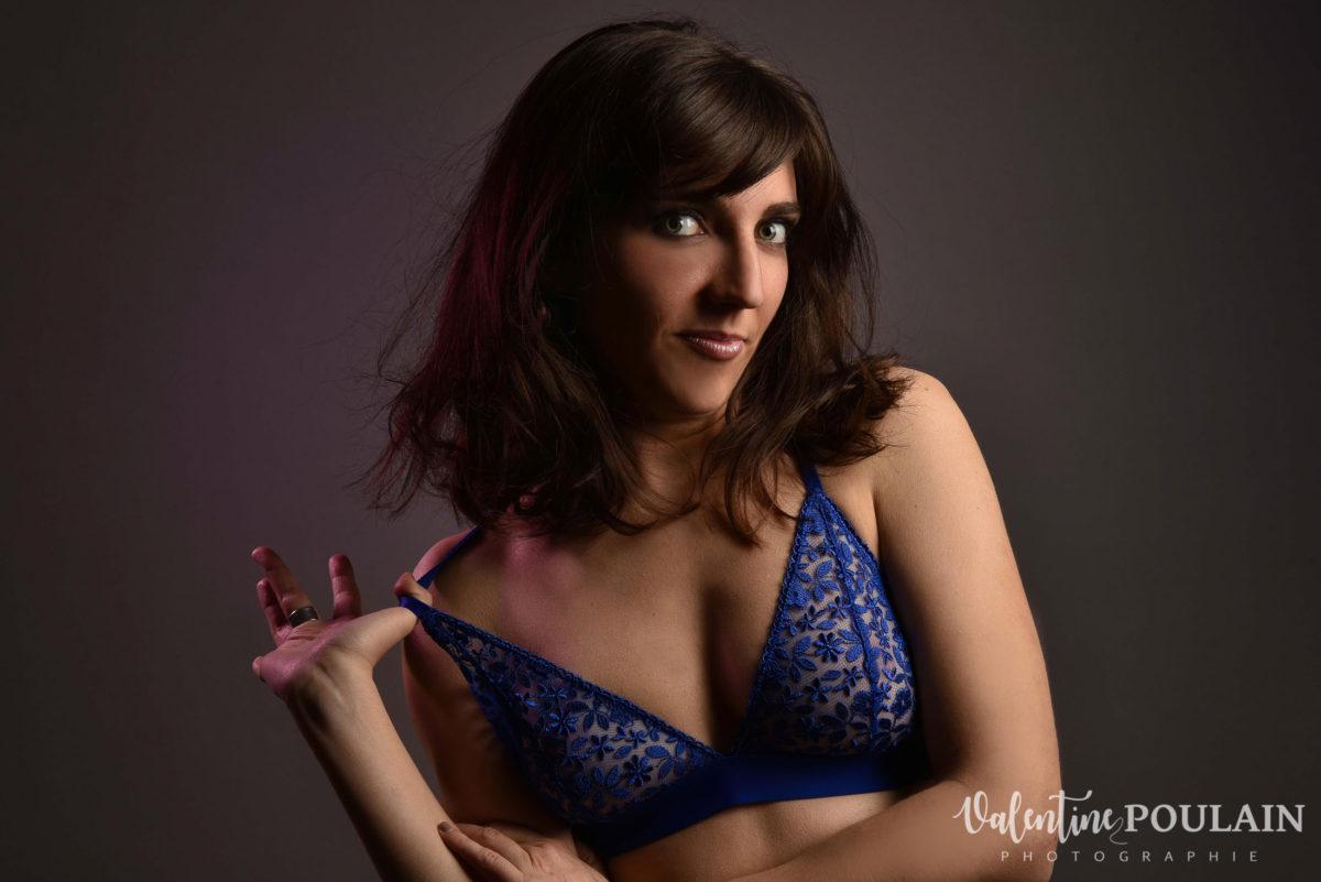 Shooting portrait studio Anais lingerie - Valentine Poulain bretelle