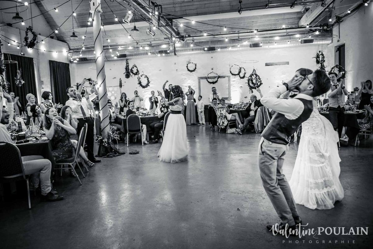 Mariage hippie funky - Valentine Poulain danser