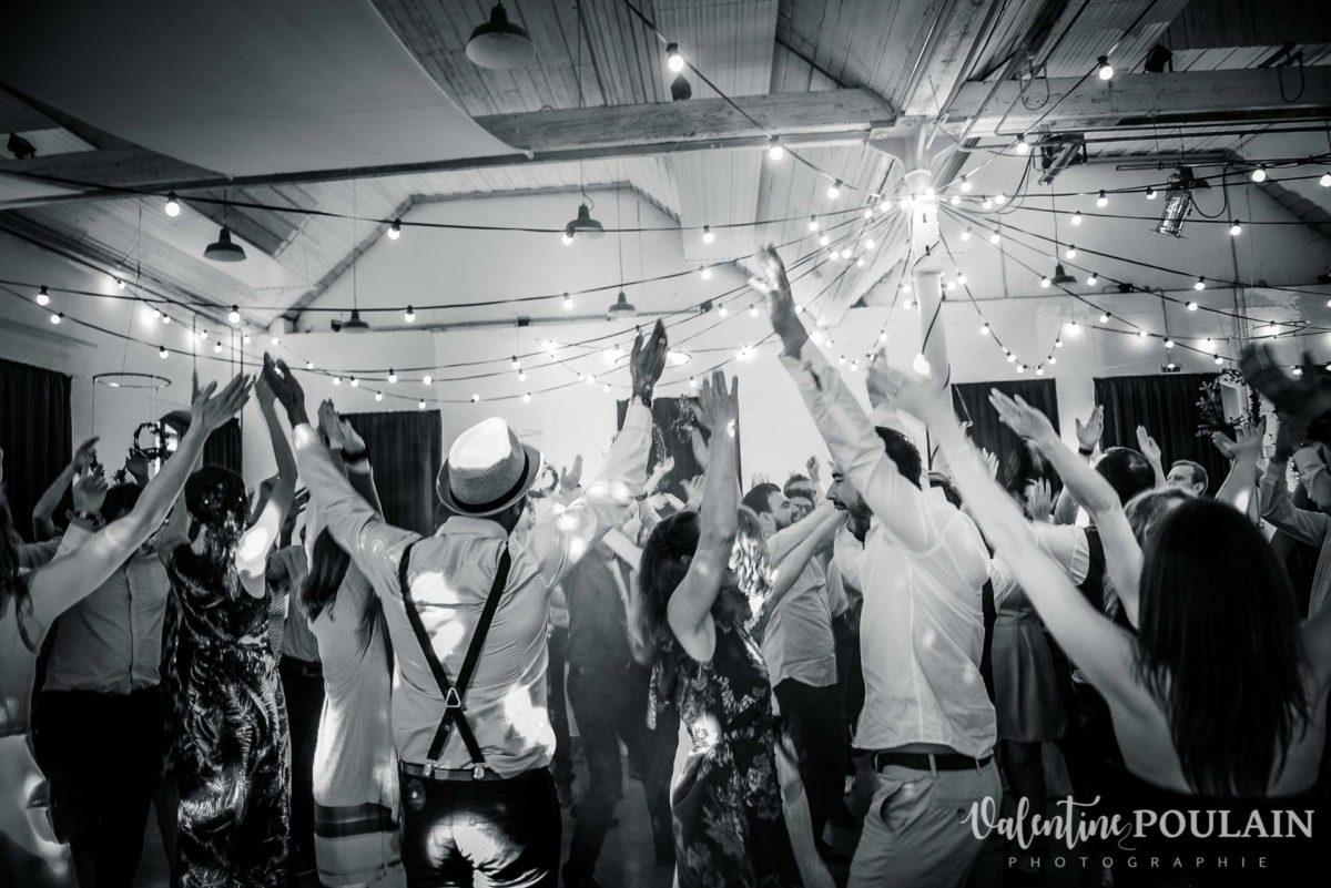 Mariage hippie funky - Valentine Poulain - danser