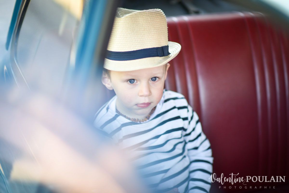 Shooting famille voiture ancienne fiat 500 boy