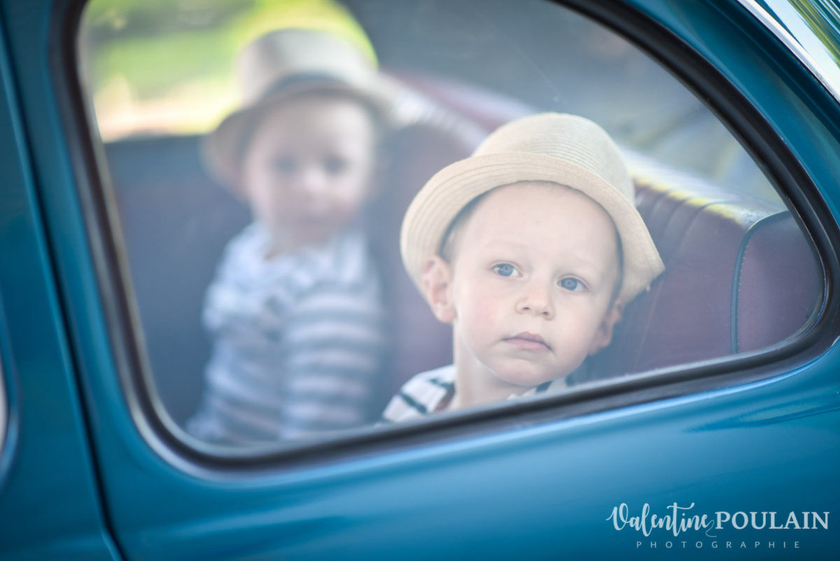 Shooting famille voiture ancienne fiat 500 enfant