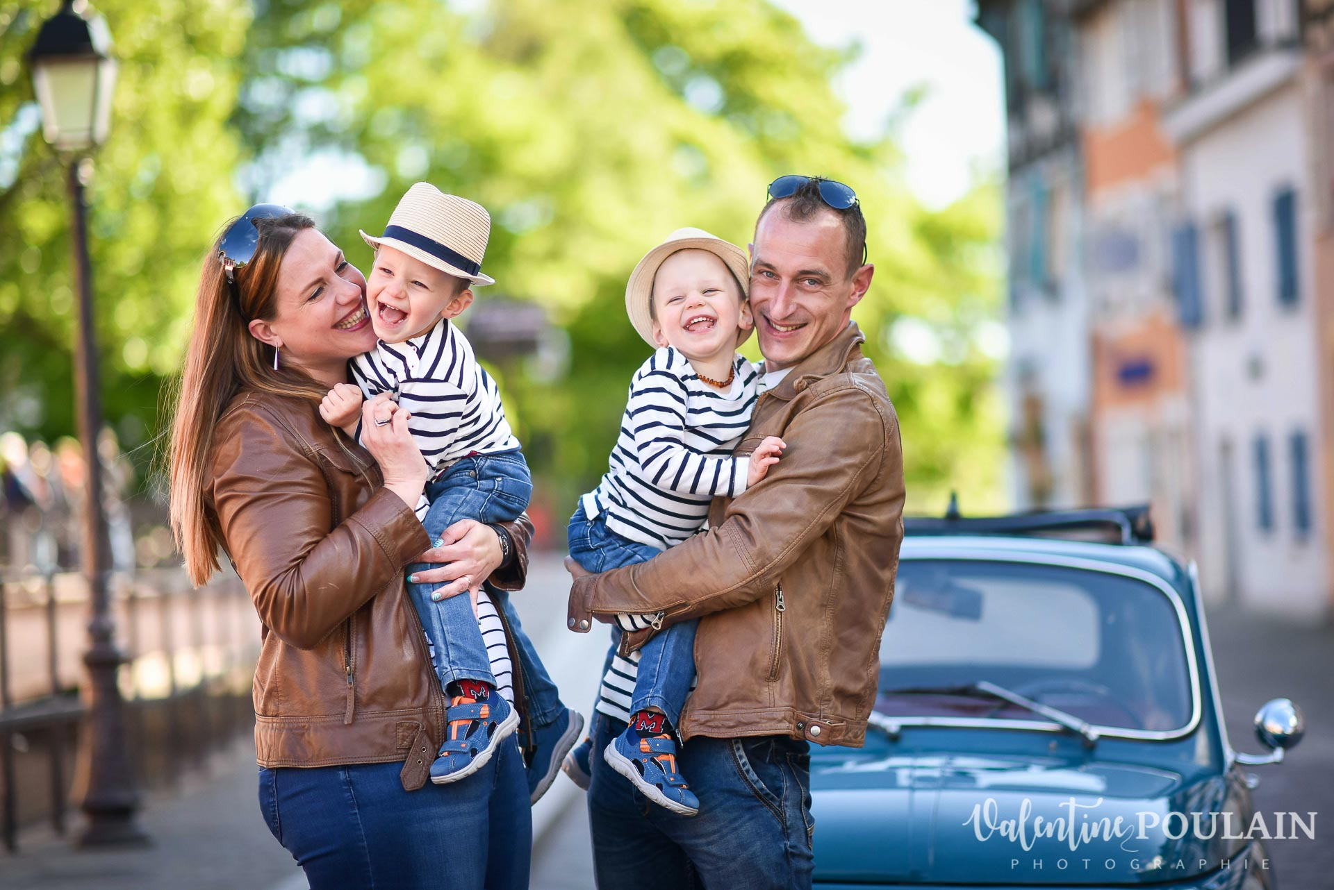 Shooting famille voiture ancienne fiat 500 smiles