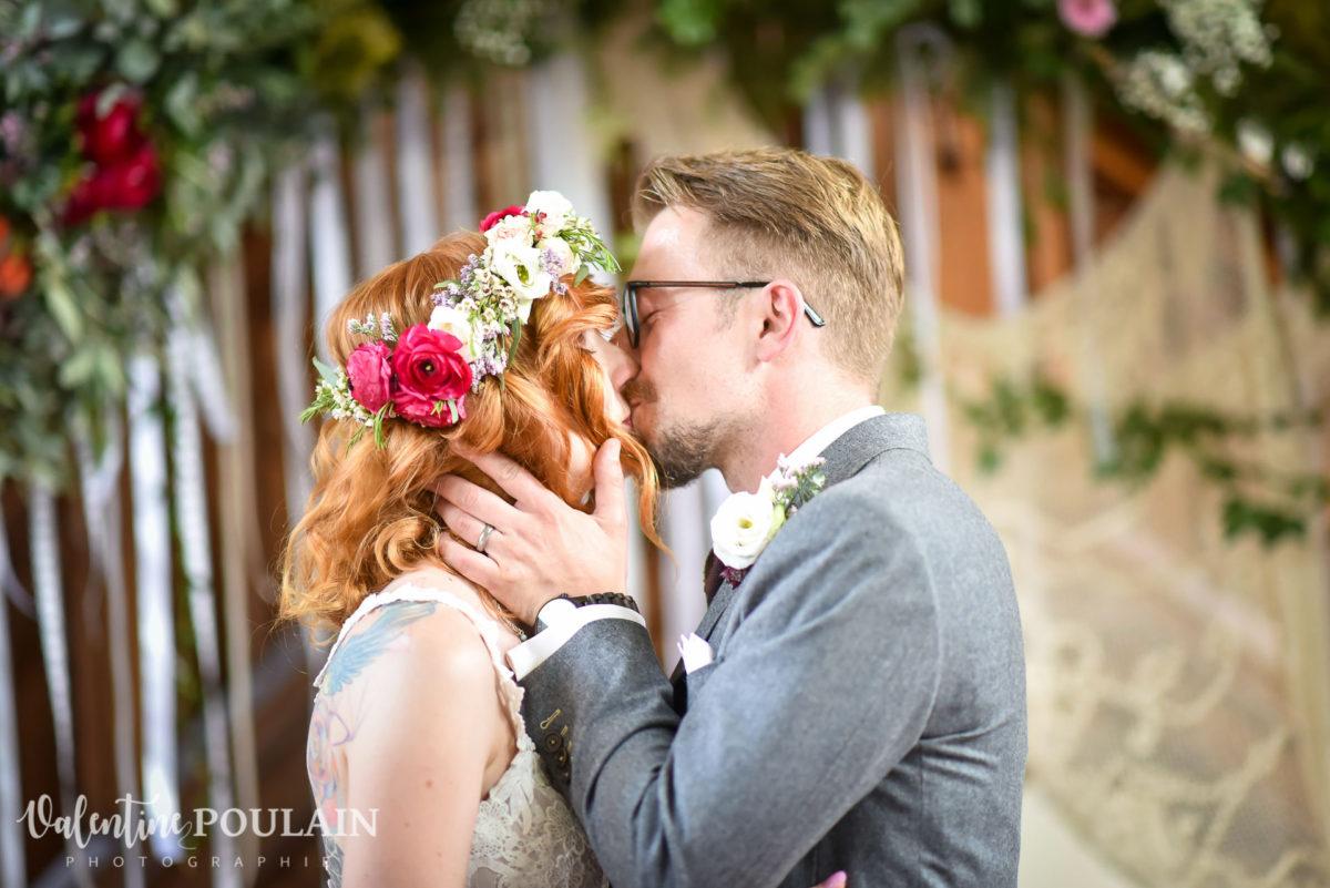 mariage hippie bisous