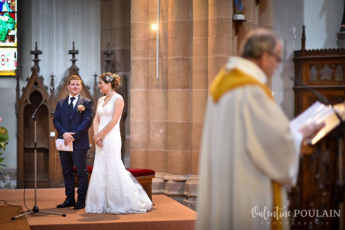 Mariage émotions famille prêtre Moosch - Valentine Poulain