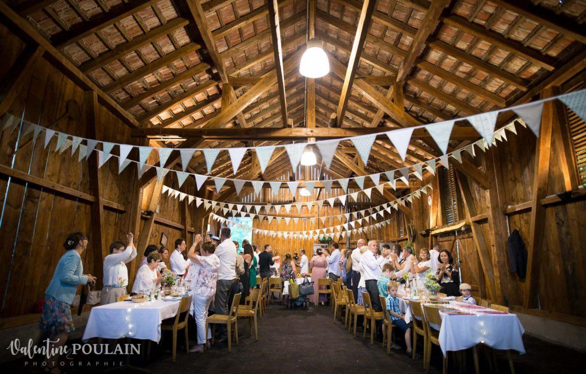 Mariage grange repas invités