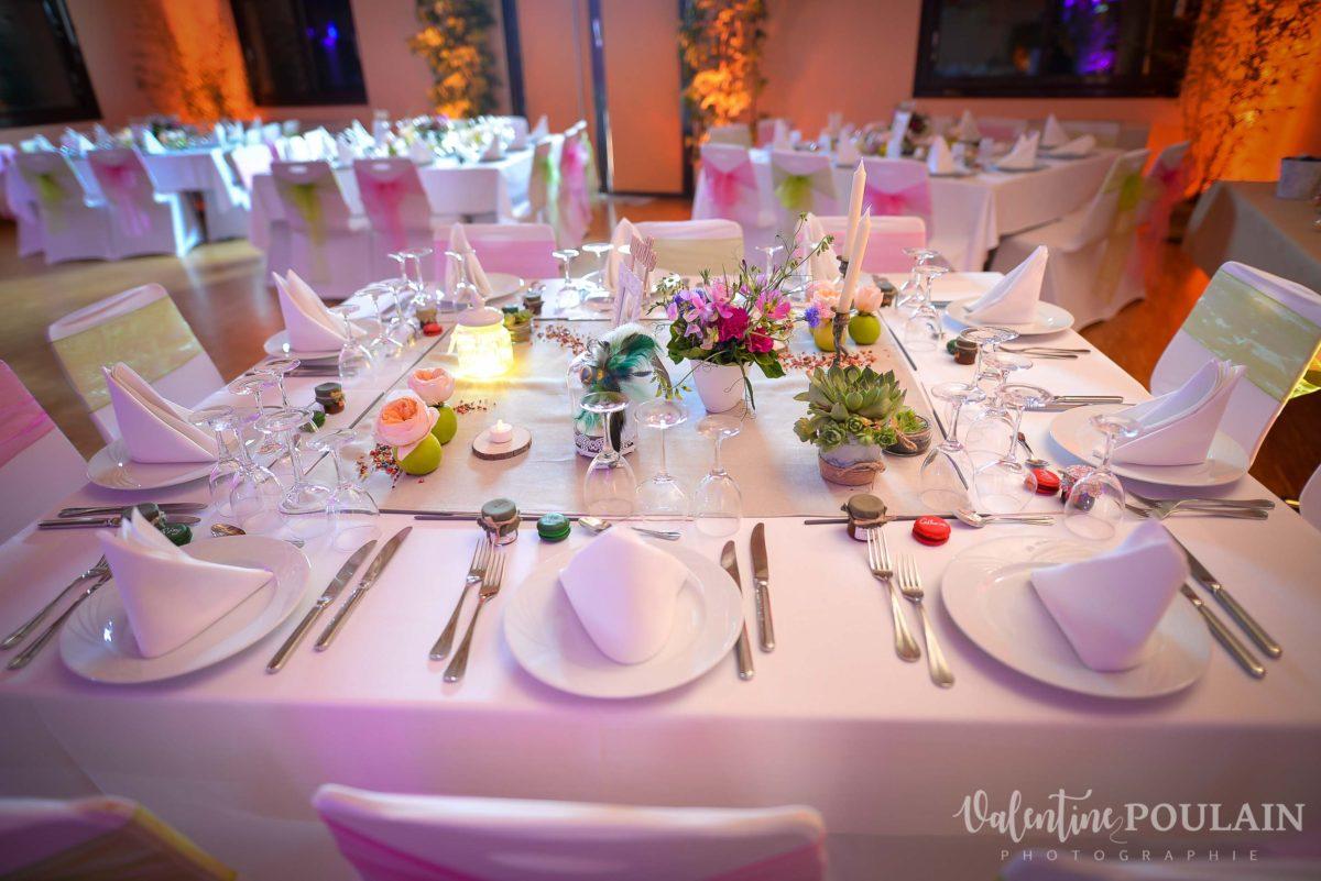 Mariage joyeux vert rose table - Valentine Poulain