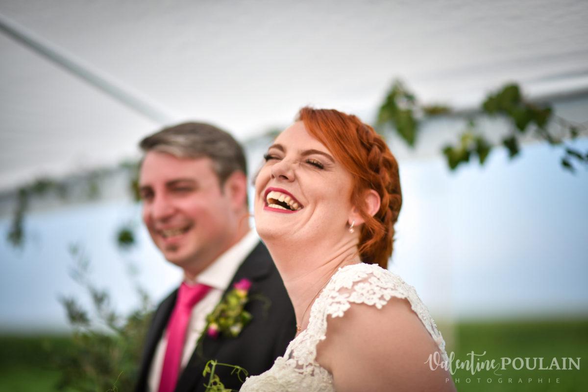 Mariage joyeux vert rose rire - Valentine Poulain