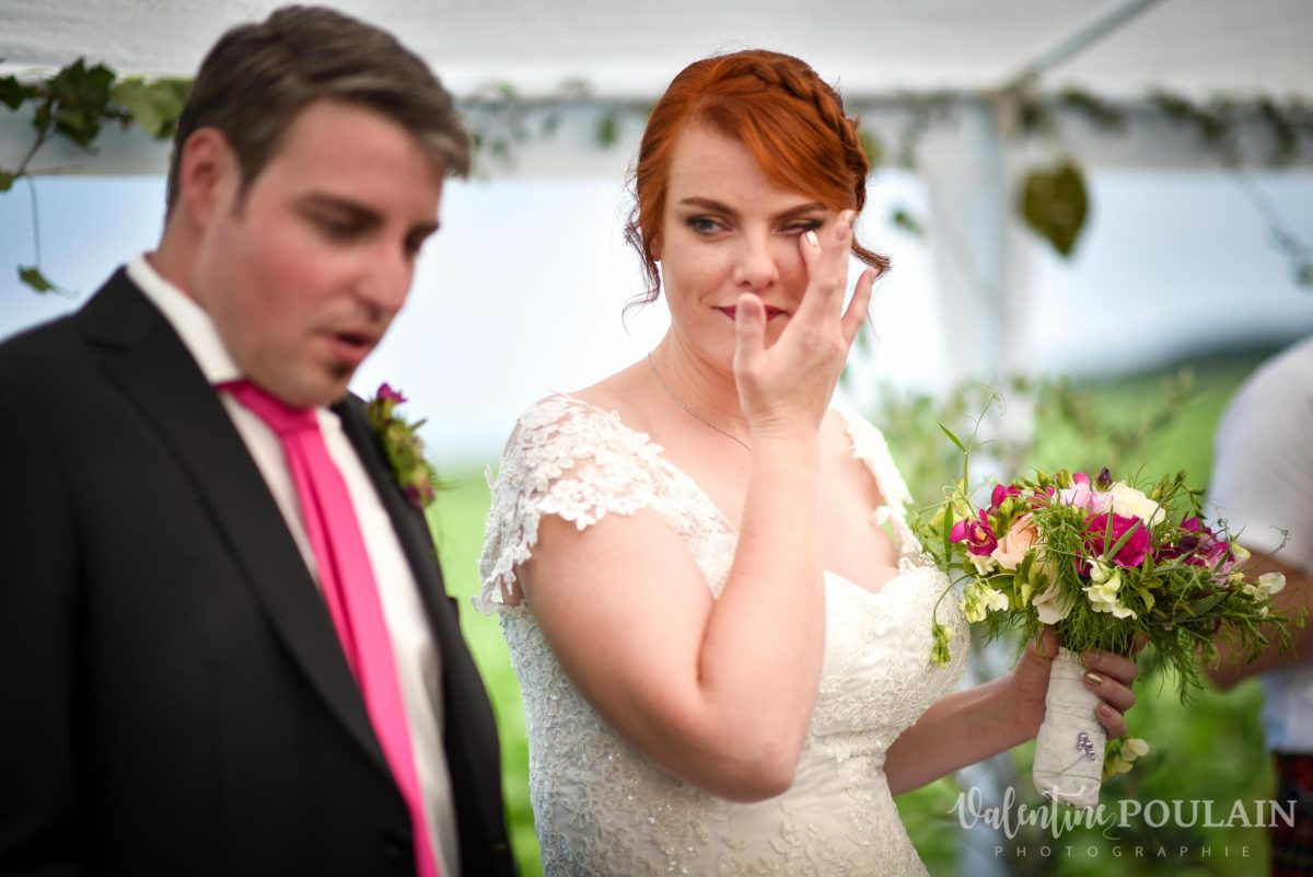 Mariage joyeux vert rose larmes - Valentine Poulain