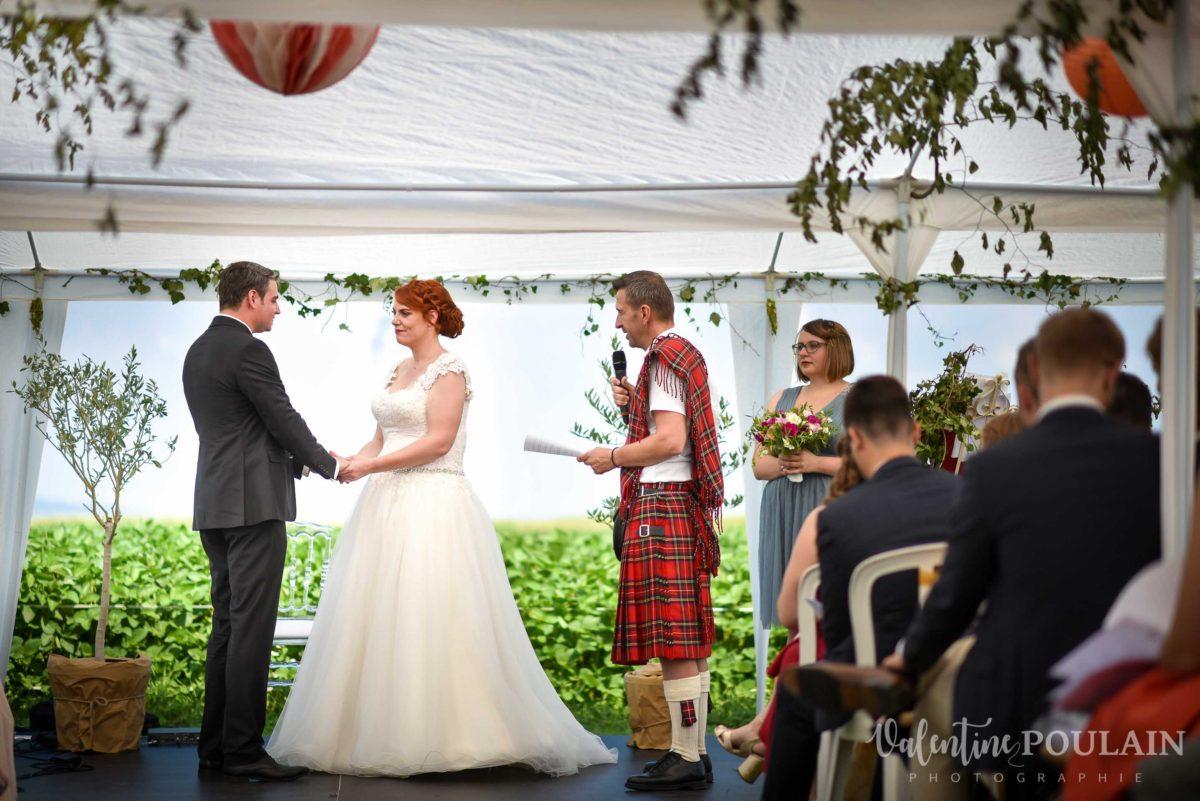 Mariage joyeux vert rose laïque - Valentine Poulain