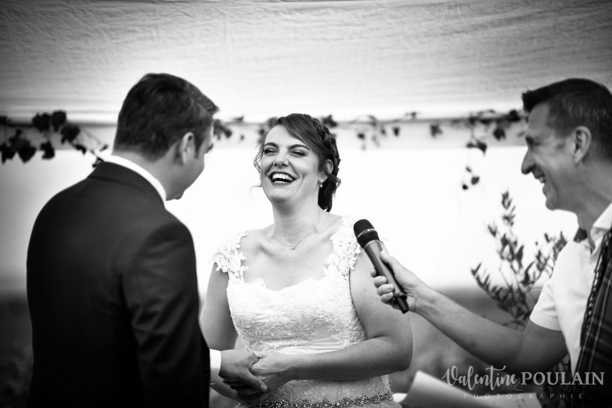 Mariage joyeux vert rose mains - Valentine Poulain