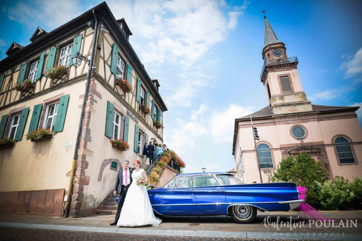 Mariage joyeux vert rose voiture - Valentine Poulain