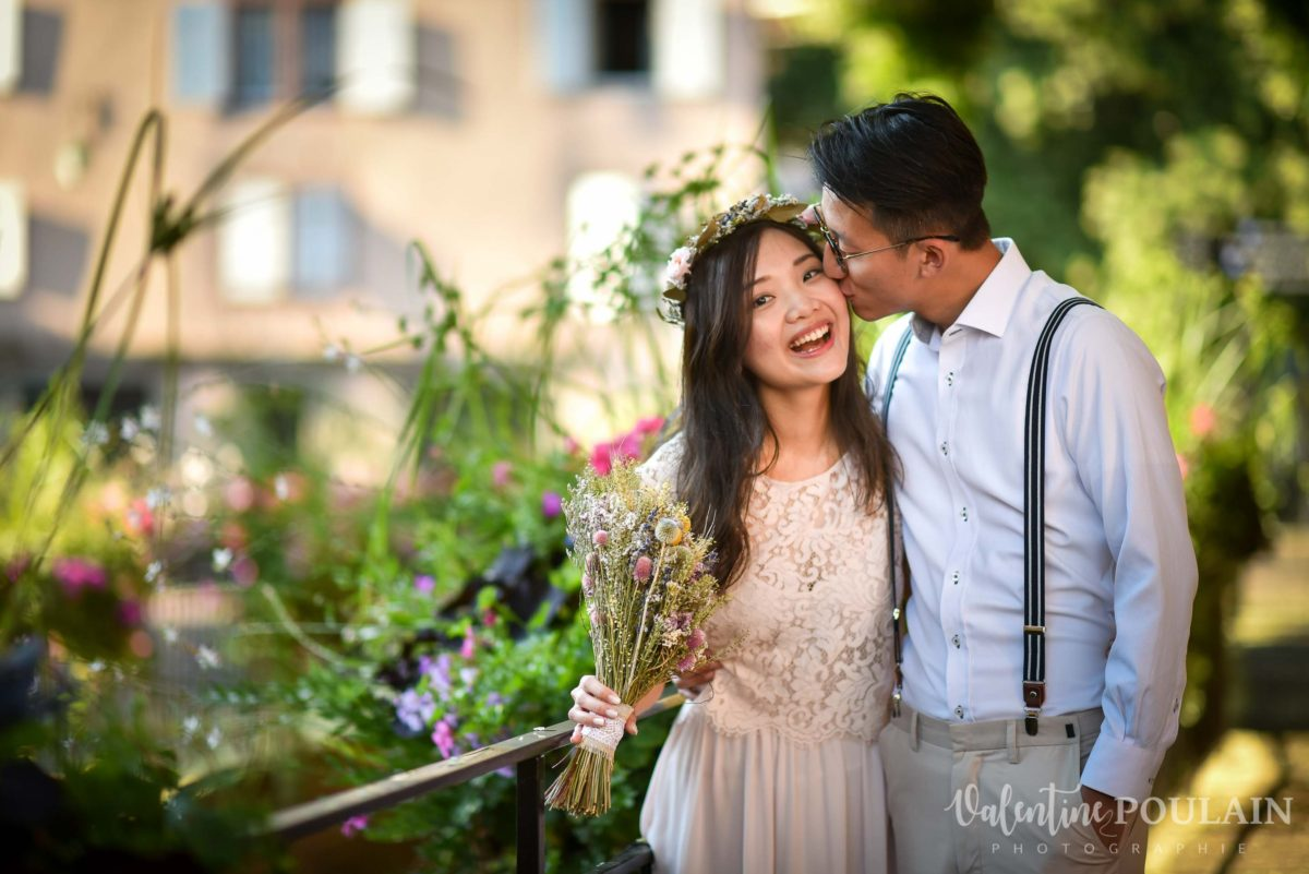 Save the date Colmar couple chinois - Valentine Poulain kiss