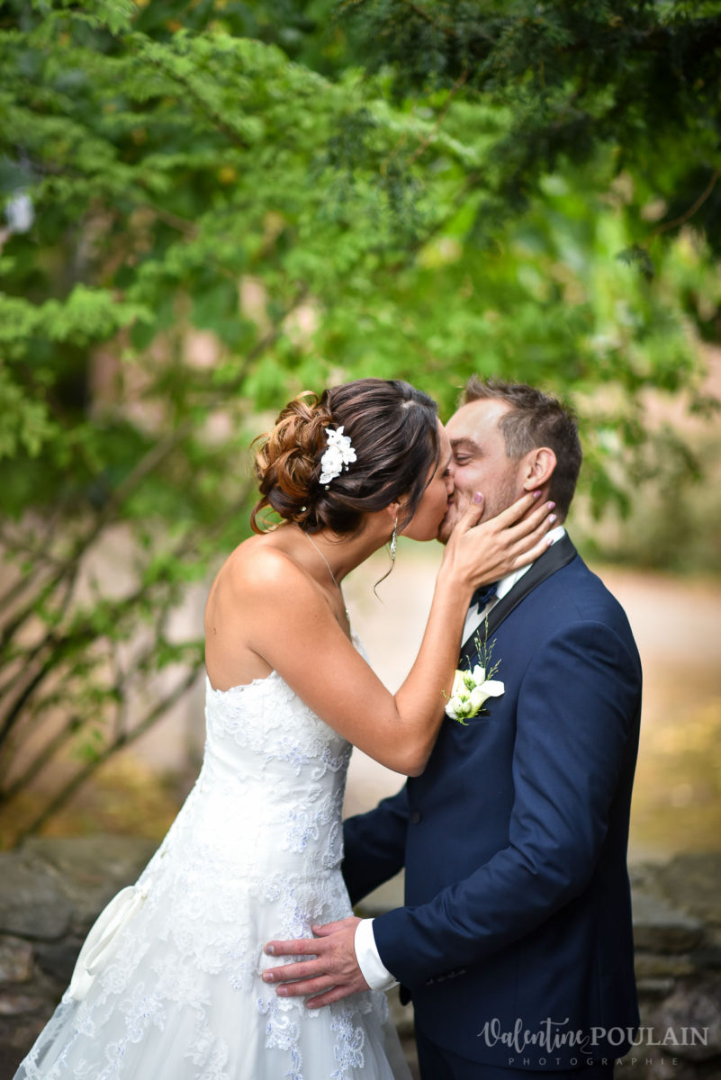 Mariage marin mer - Valentine Poulain bisou