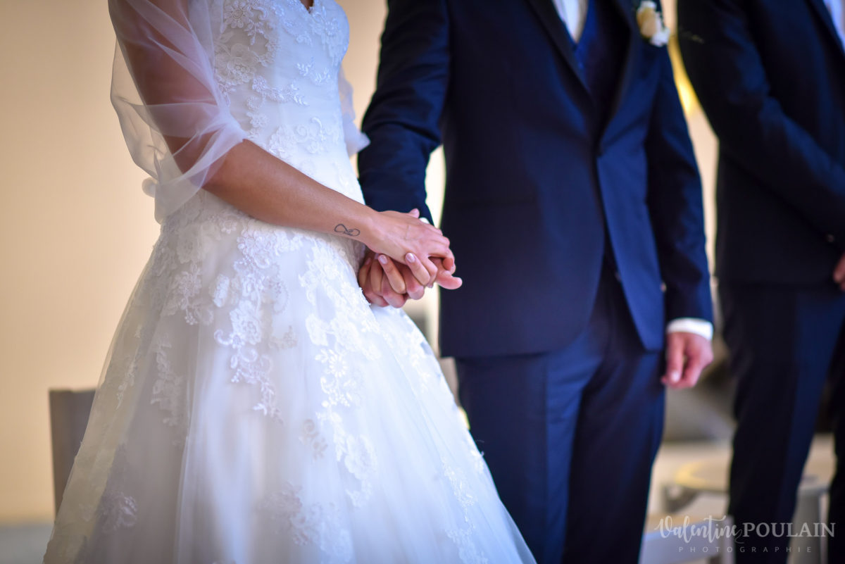 Mariage marin mer - Valentine Poulain main