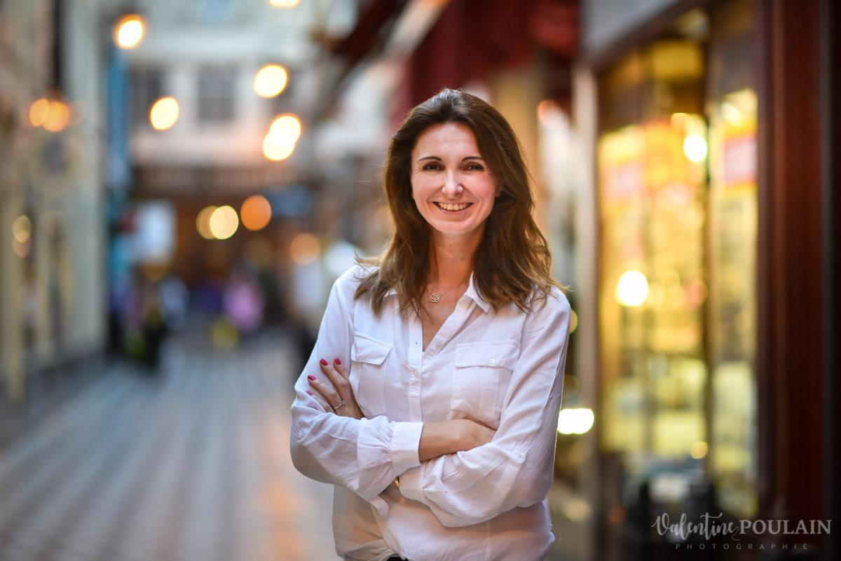 Shooting photo portrait Paris - Valentine Poulain passage couvert