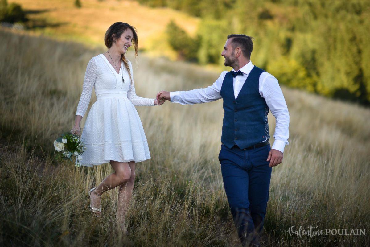 Mariage intimiste montagne - Valentine Poulain marcher