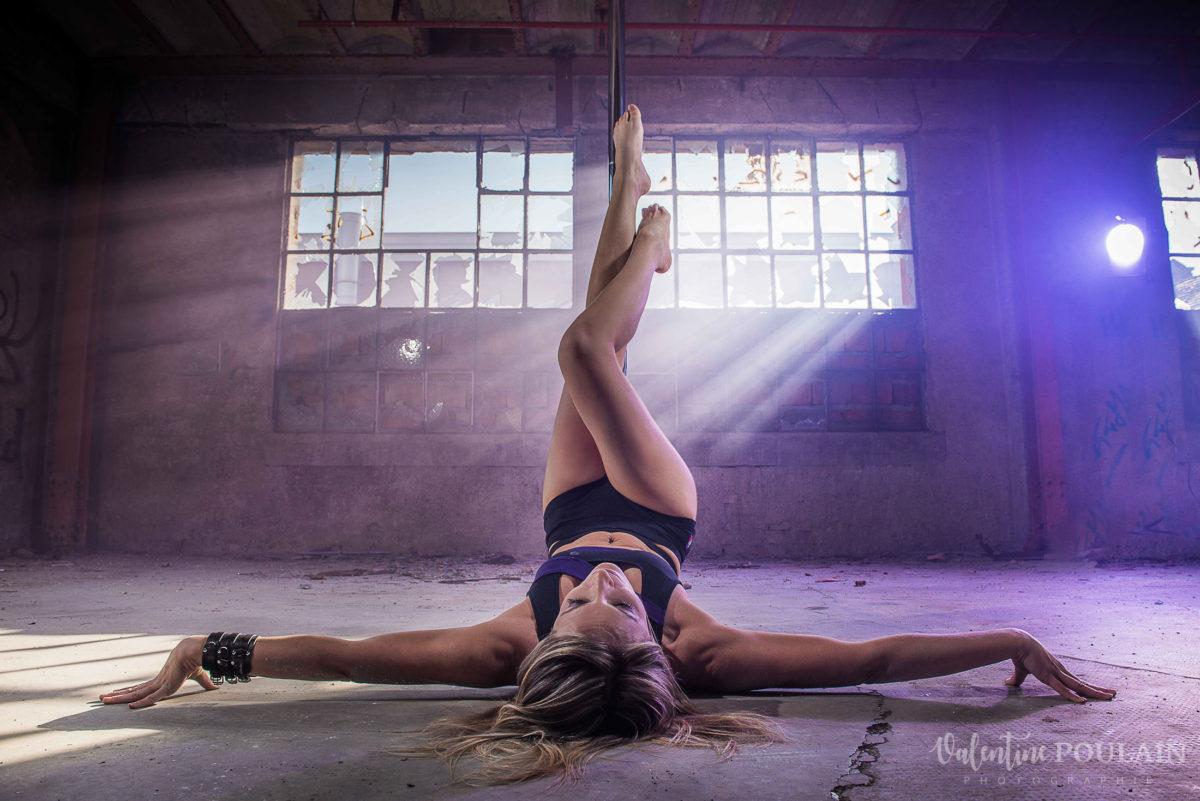 Shooting photo Pole Dance - Valentine Poulain crucifix
