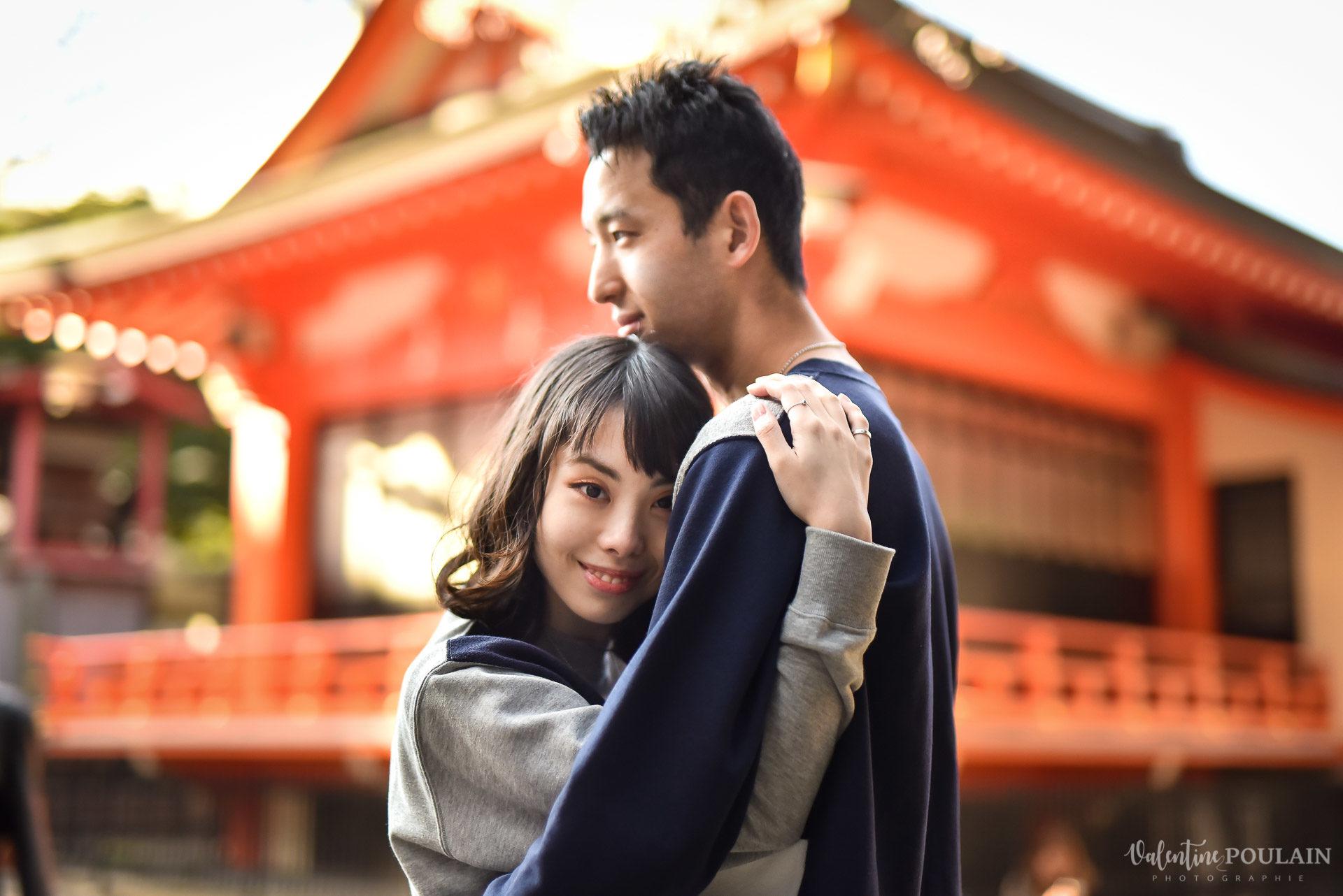 Shooting couple Japon Tokyo - Valentine Poulain rouge