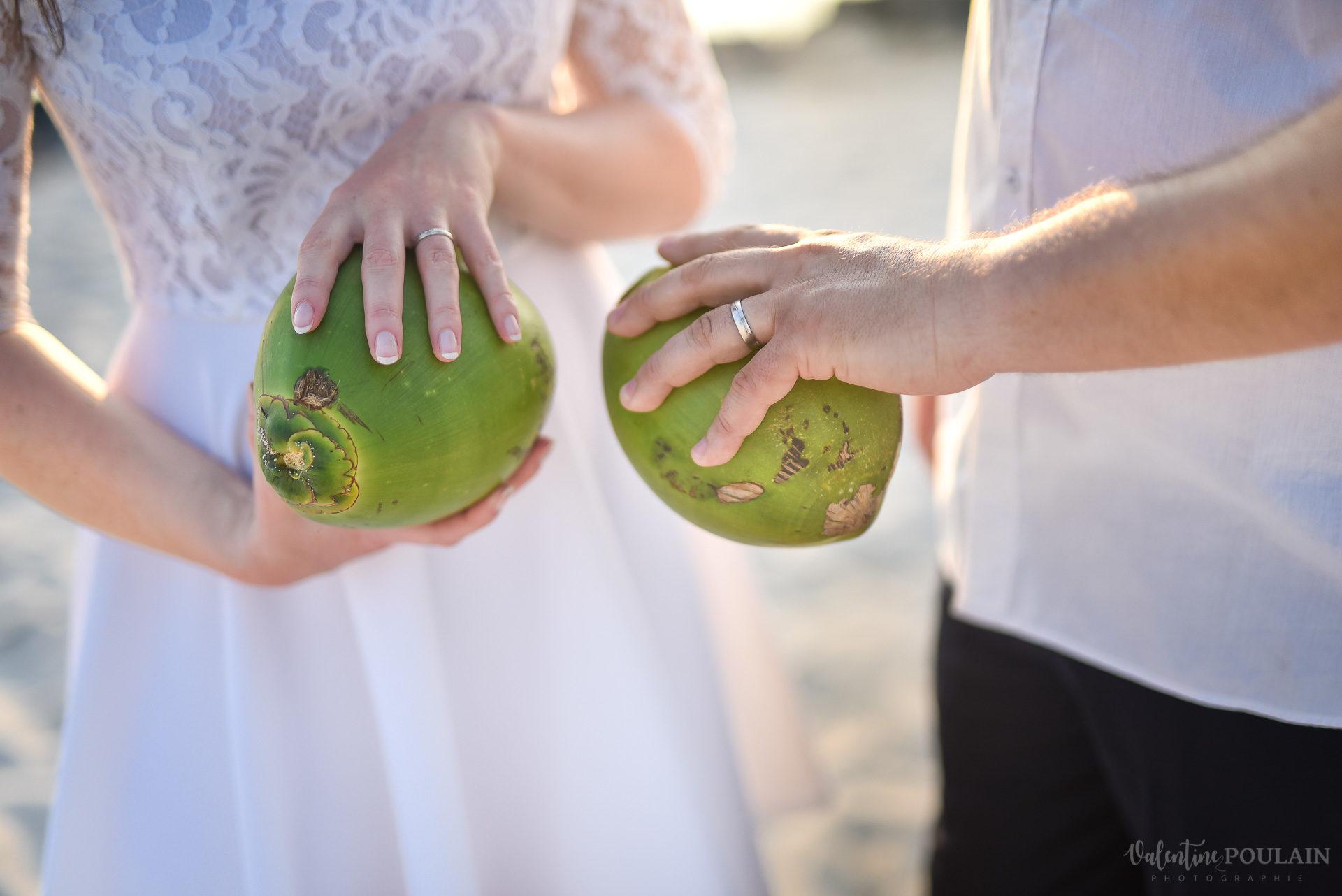 Cocos mains bagues - Valentine Poulain
