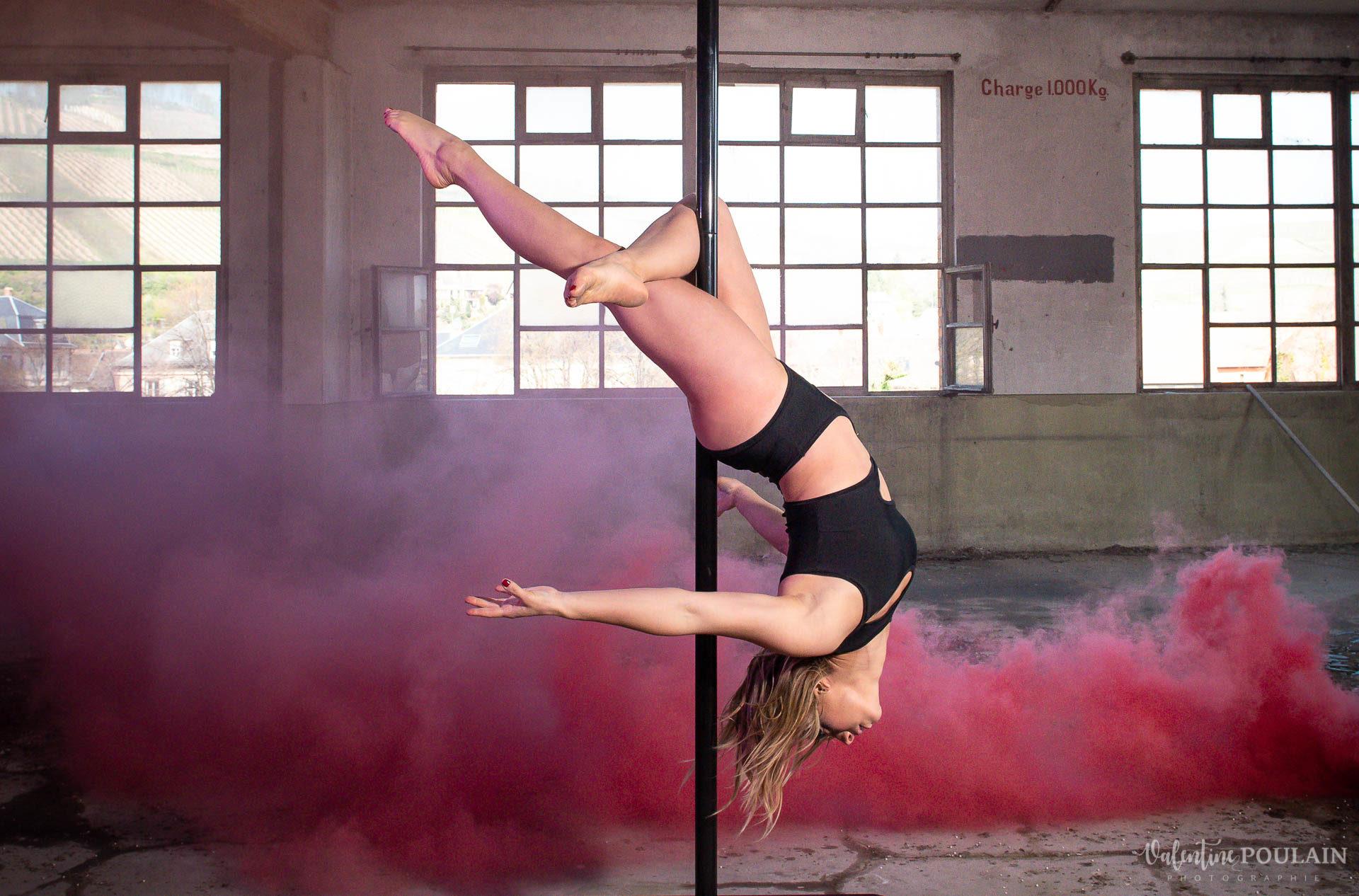 Shooting Pole Dance gymnastique - Valentine Poulain arrière