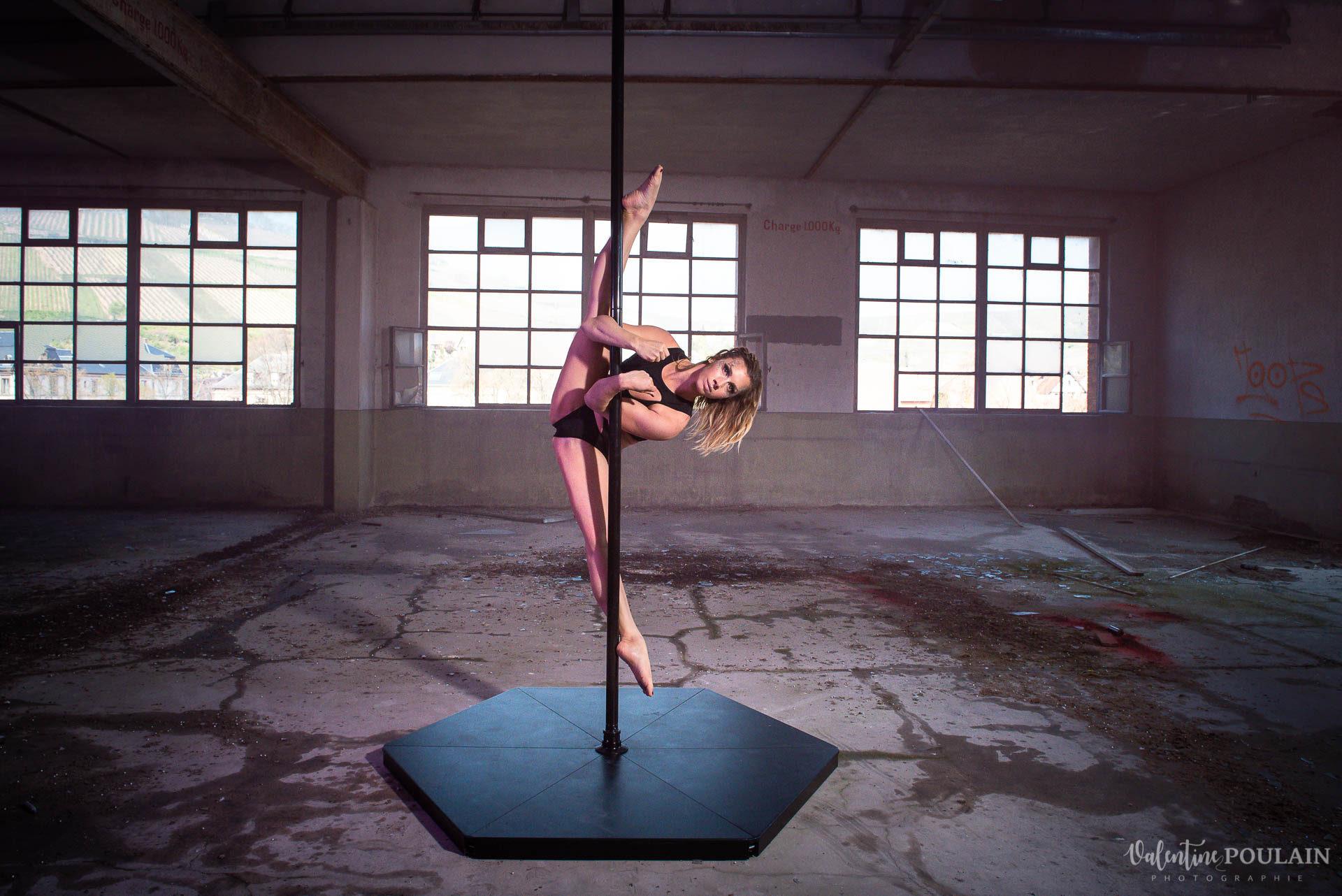 Shooting Pole Dance gymnastique - Valentine Poulain écart