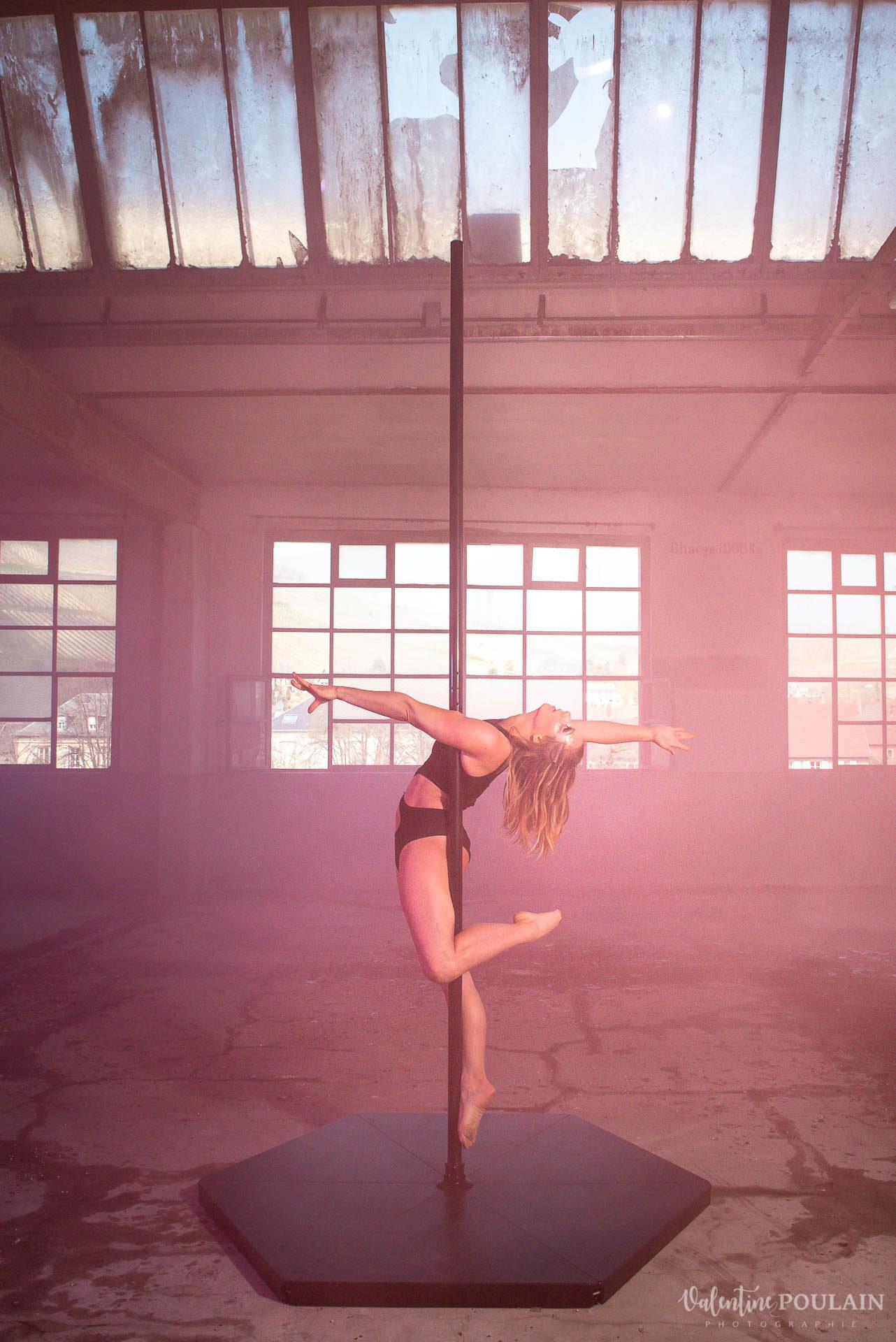 Shooting Pole Dance gymnastique - Valentine Poulain rose