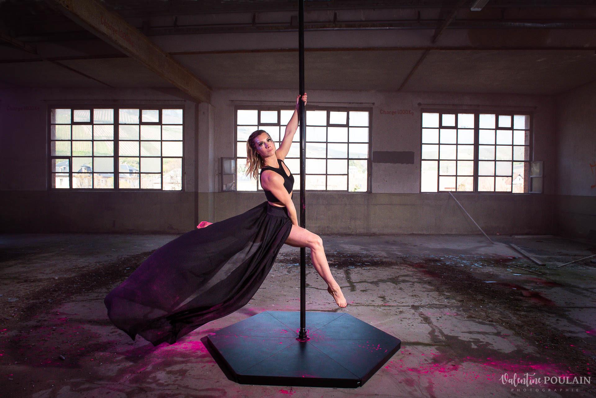 Shooting artistique pole dance - Valentine Poulain