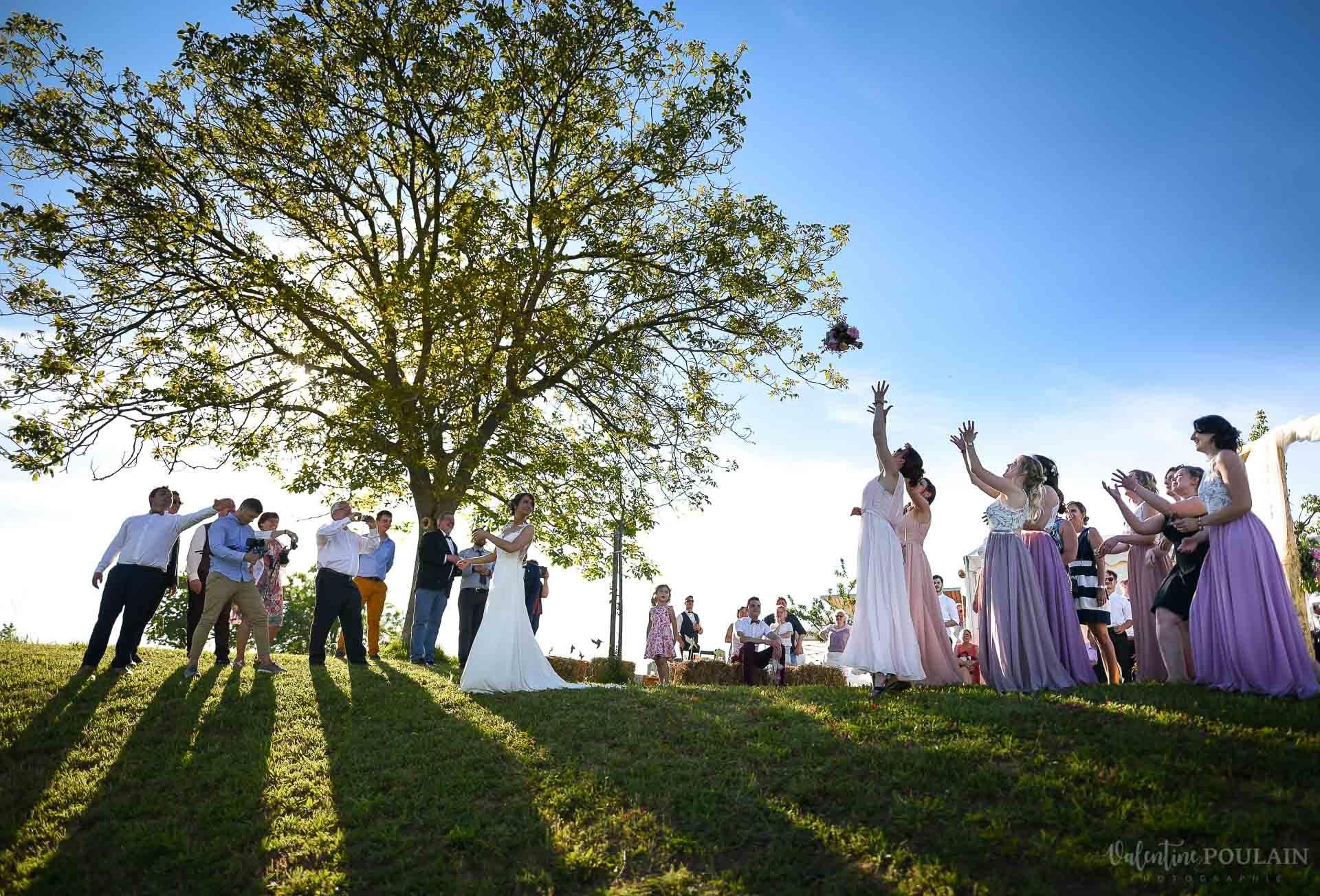 Mariage convivial Saverne - Valentine Poulain lancer bouquet