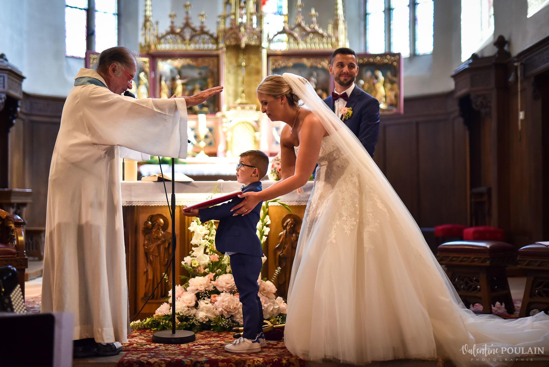 Mariage fun Petit Wettolsheim - Valentine Poulain prêtre