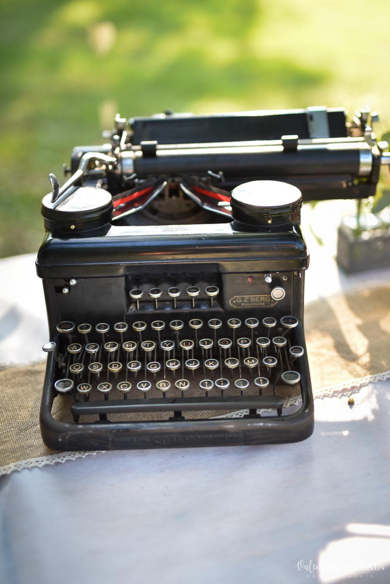 Cérémonie laïque années 20 - Valentine Poulain machine à écrire