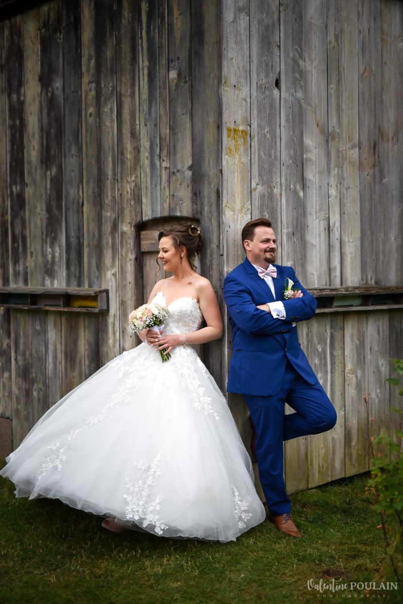 Mariage cool ferme weyerbach - Valentine Poulain dos à dos