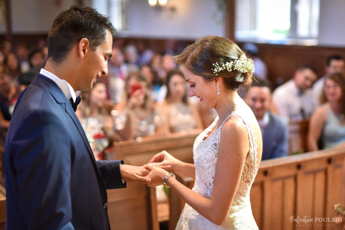 Mariage romantique Domaine Beaupré - Valentine Poulain mains