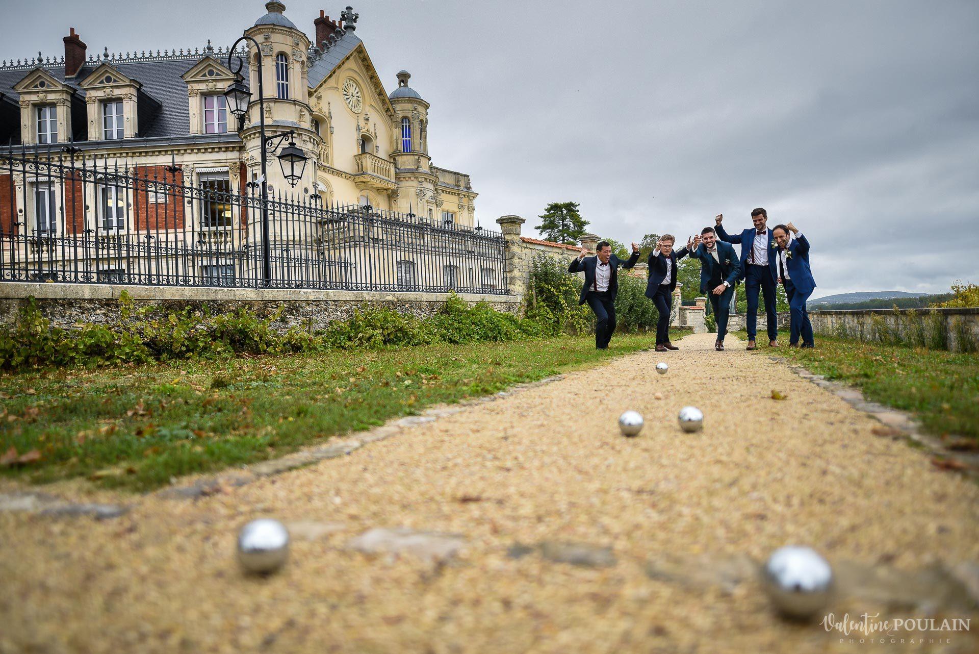 Mariage lieu insolite Paris -Valentine Poulain Domaine de Brunel Château du Prieuré pétanques