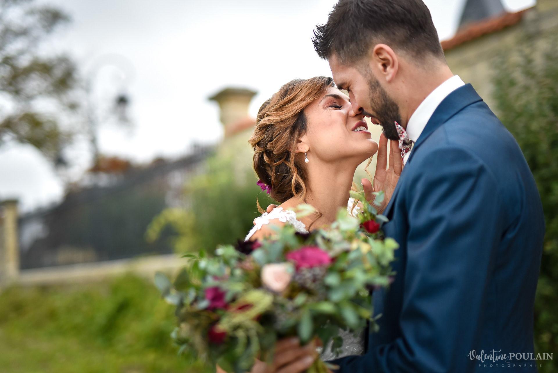 Mariage lieu insolite Paris -Valentine Poulain Domaine de Brunel Château du Prieuré couple