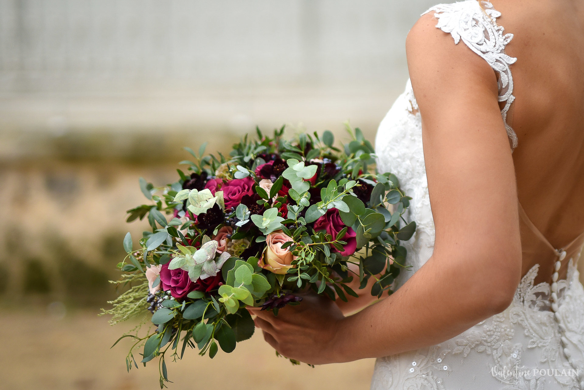 Mariage lieu insolite Paris -Valentine Poulain Domaine de Brunel Château du Prieuré bouquet