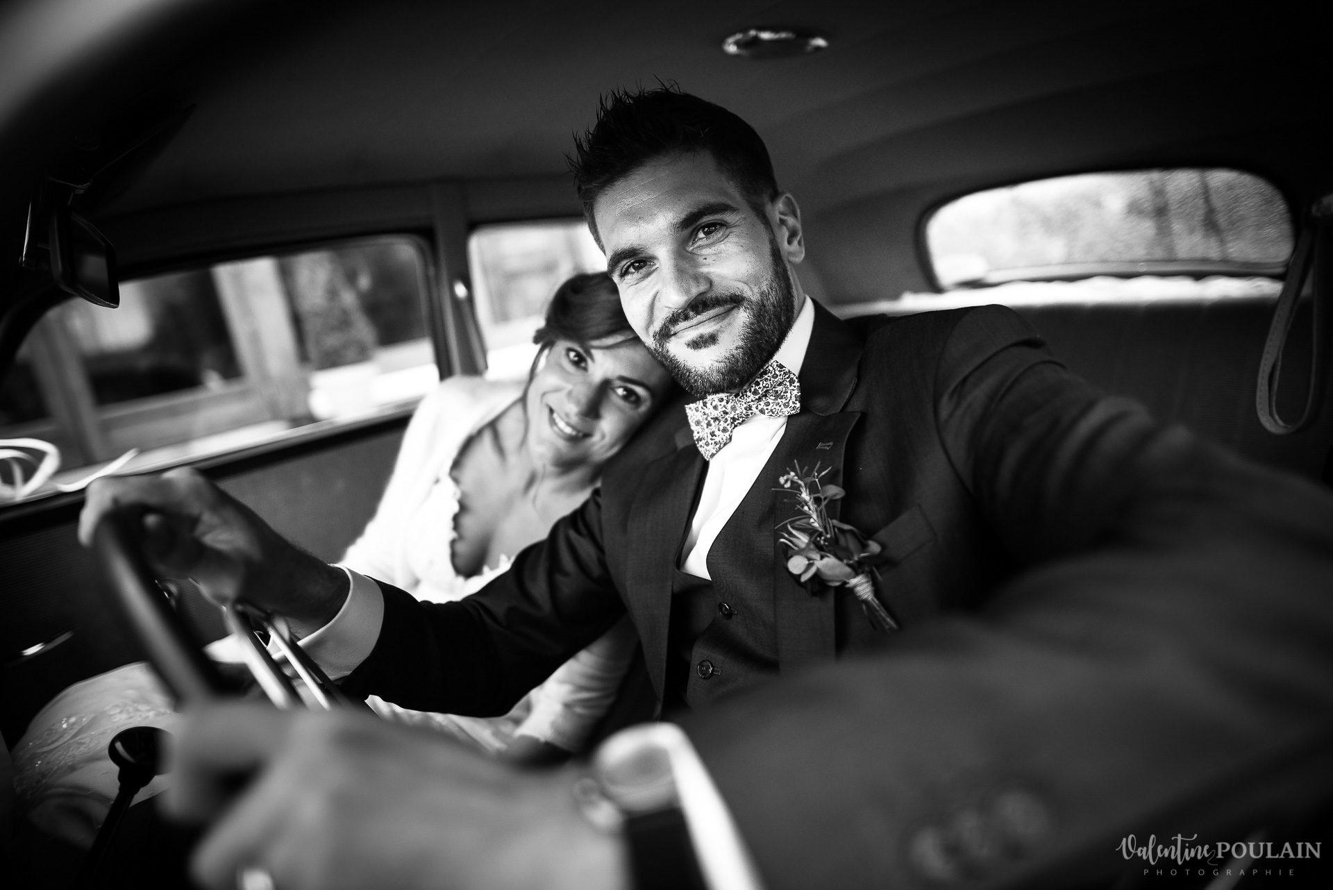 Mariage lieu insolite Paris -Valentine Poulain Domaine de Brunel voiture