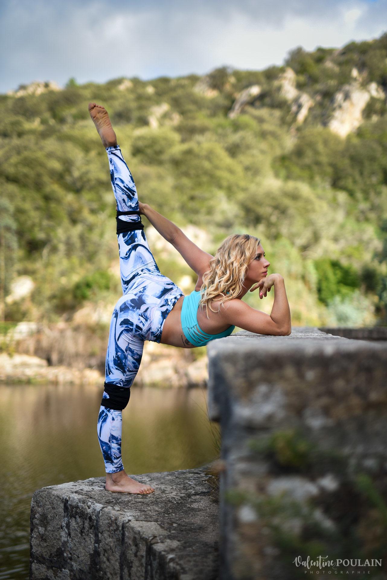 Shooting pole dance Corse Portrait - Valentine Poulain menton pose