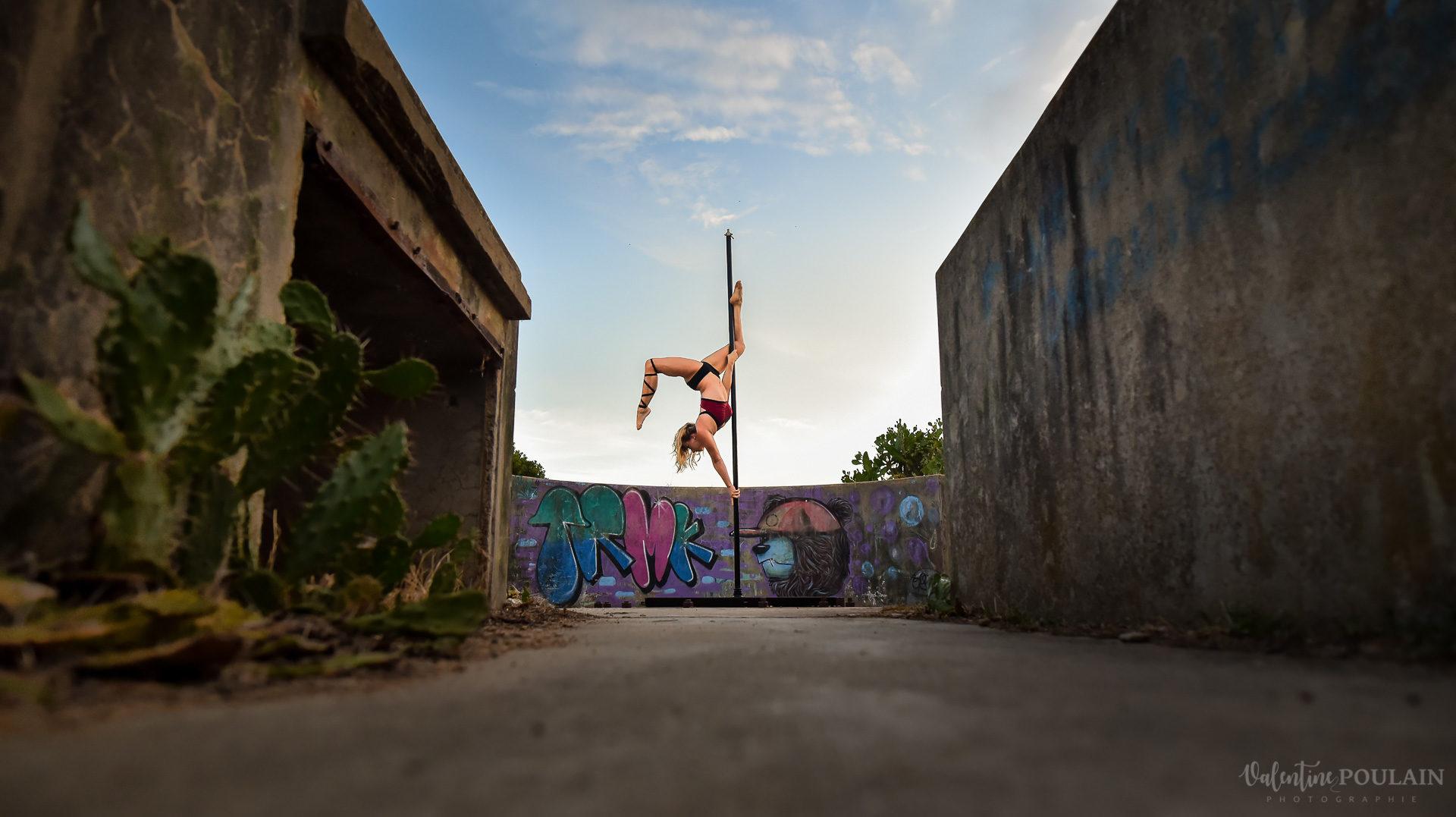 Shooting pole dance Corse Portrait - Valentine Poulain pose