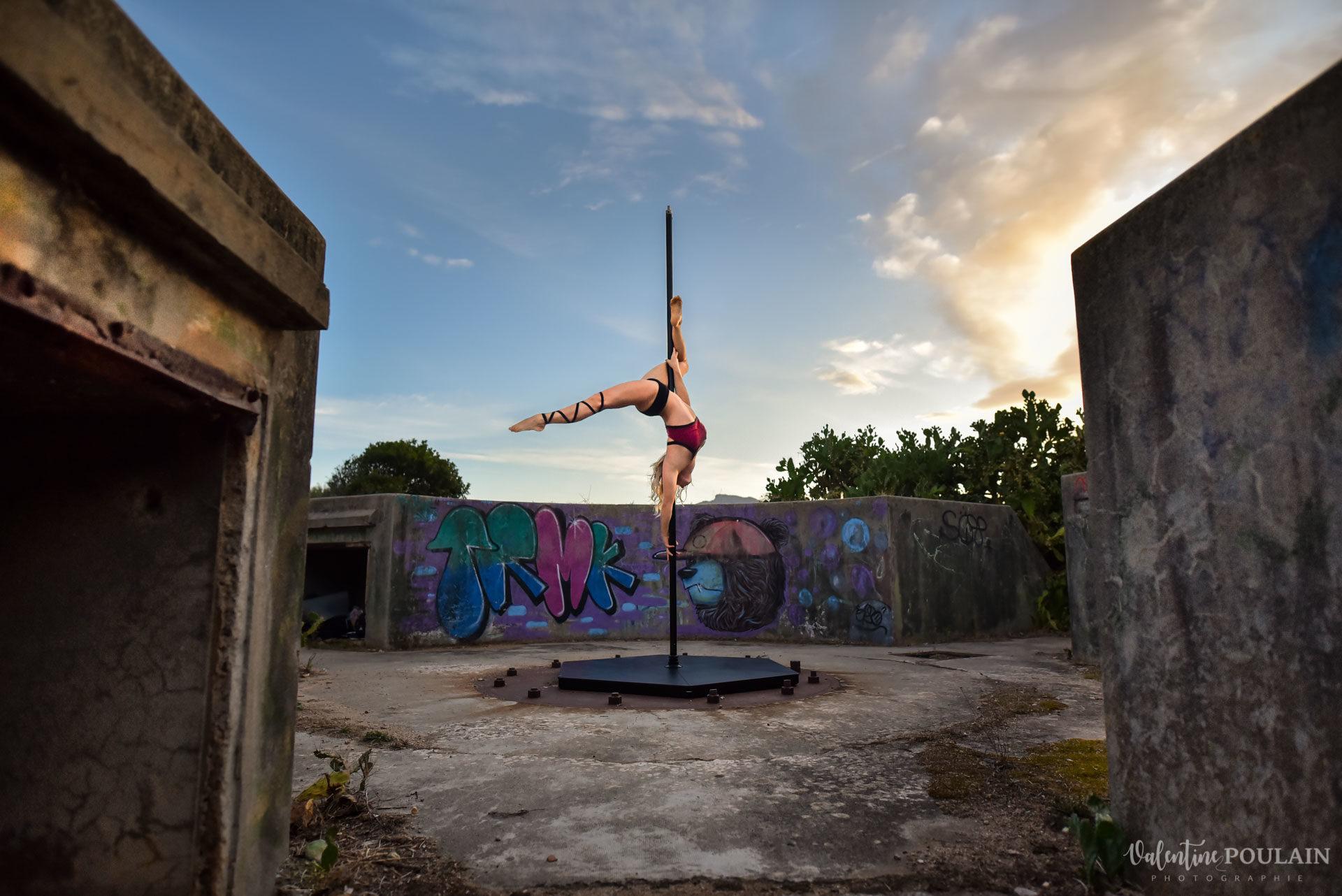 Shooting pole dance Corse Portrait - Valentine Poulain tendue
