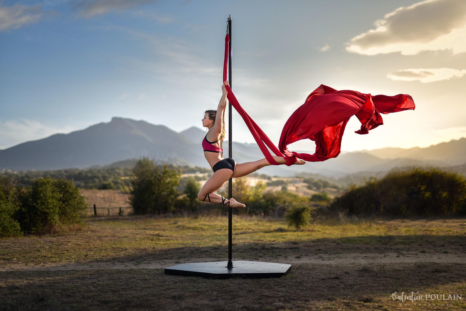 Shooting pole dance Corse Portrait - Valentine Poulain tissu aérien